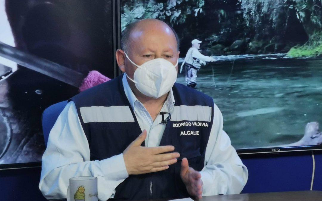 """Alcalde Rodrigo Valdivia: """"Traspasaremos casi $35 millones adicionales a la Corporación Municipal de Salud para el financiamiento de 4 médicos y arriendo de vehículos para que realicen atenciones a domicilio de pacientes crónicos""""."""