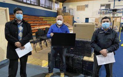 Alcalde Rodrigo Valdivia Orias agradece donación de 20 computadores por parte de la Municipalidad de Las Condes